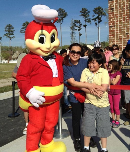 Janette Mercado and nephew Joanel Daos join the long queue to Chicken Joy.