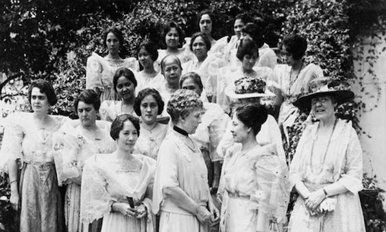 First Lady Florence Harding received a group of women from the Philippines led by Sofia de Veyra, wife of the Philippine Resident Commissioner at the South Lawn of the White House on 19 June 1922. These women are the wives and daughters of the delegation which came to Washington to lay before President Harding the plea for Philippine Independence.