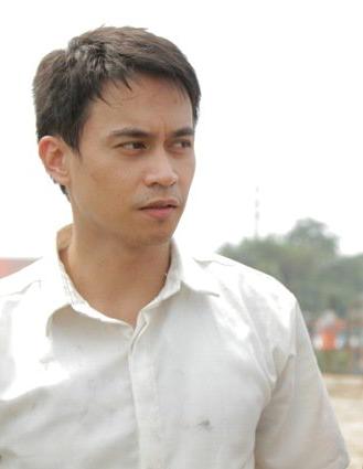 Arnold Reyes plays the quiet chauffeur Marlon Villar