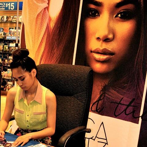 Jessica Sanchez signs autographs for Long Island fans. Photos by Elton Lugay