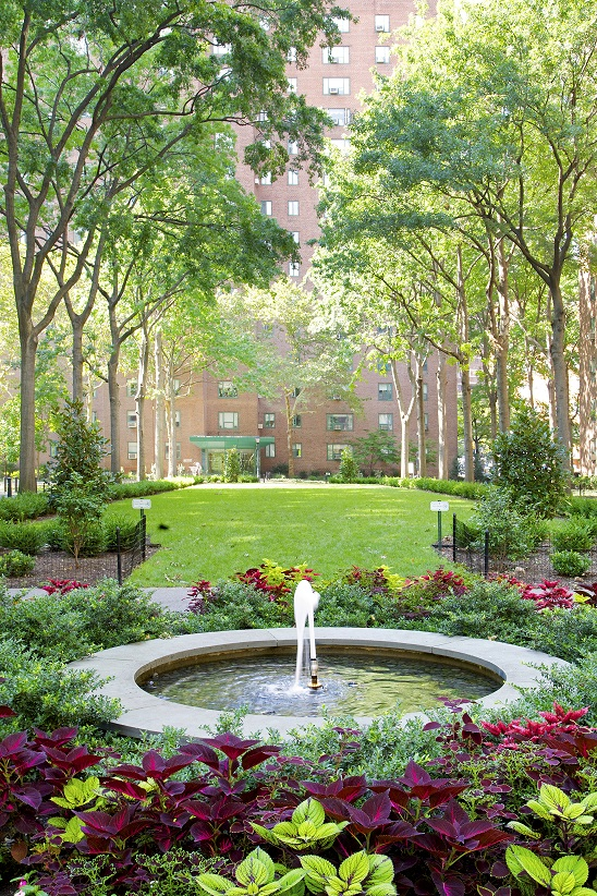 The Oval: Peter Cooper Village U0026 Stuyvesant Town Garden With Fountain