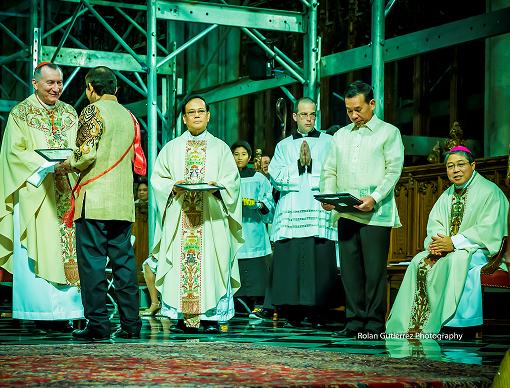 Fr. Joseph Marabe approaches altar to celebrate Mass on the Feast Day for San Lorenzo Ruiz. Photos by Rolan Gutierrez and Sharon Adarlo