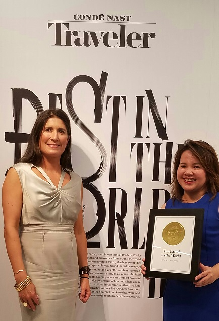Zeny Pallugna of the Philippine Department of Tourism receives the plaque of recognition from Conde Nast's Publisher Brendan Monaghan.