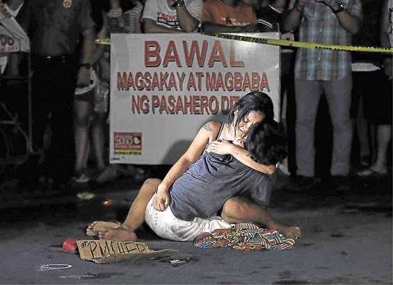 A pedicab driver was gunned down on police suspicion he was a drug pusher. Street killings are becoming common since Duterte became president in 2016.  Photo by Raffy Lerma/Inquirer.net.