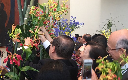 Ambassador Teodoro Locsin Jr. and wife Louie Locsin put finishing touches to their Ikebana arrangement.