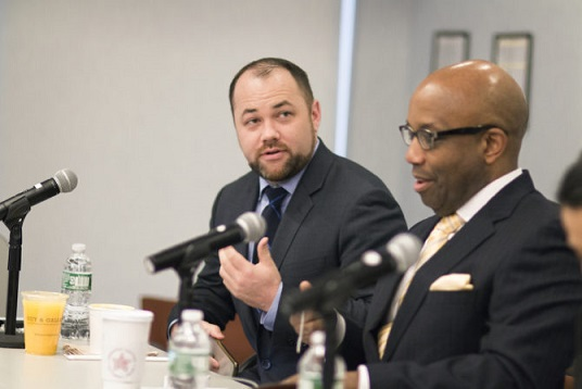 City Council Speaker Corey Johnson (left), at the March 8 Newsmakers briefing at the CUNY Graduate School of Journalism, with Errol Louis, CUNY J-school professor and NY1 political correspondent. Photo by Marco Poggio for the Center for Community and Ethnic Media