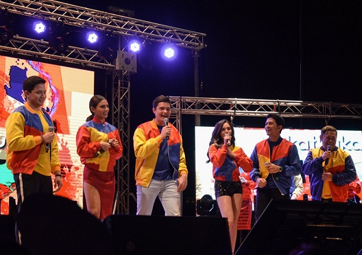 'Sikat ka, Kapuso!' stars get the show on the road. Photo by Troi Santos