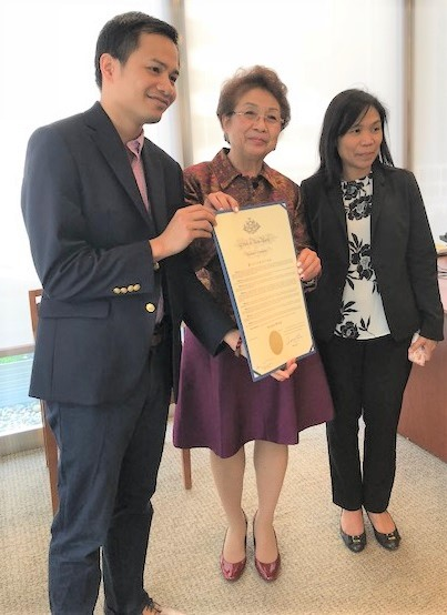 Cora receiving the proclamation certificate from Gov. Cuomo's Manhattan Regional Representative Aries dela Cruz. Cultural Officer Olive Magpile of the Philippine Consulate is at right. The FilAm Photos