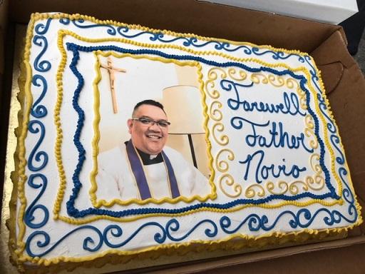 Novio's beaming face on the cake