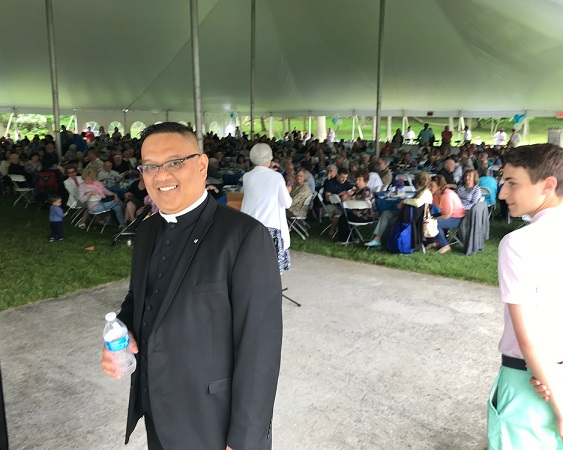 More than 500 people came to see Fr. Adolfo Novio perhaps for the last time. Photos by Boyet Loverita