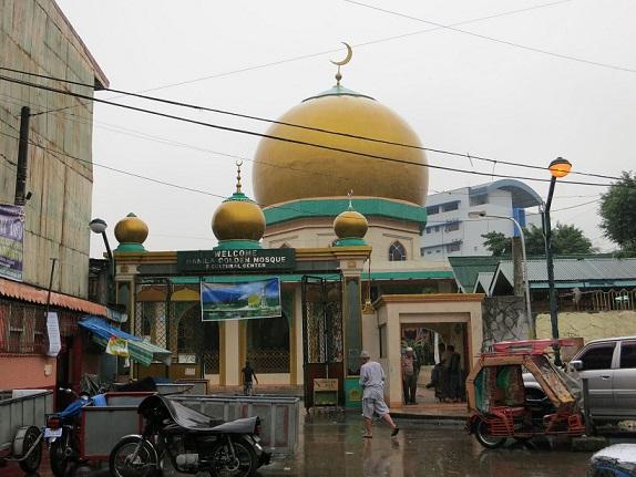 The GoldenMosque, whichisthecenterofreligiouslifeforthemanyMuslimresidentsofQuiapo.PhotobyRozLi