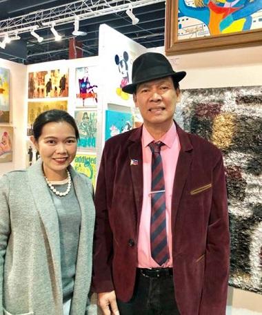 Vice Consul Tanya Faye Ramiro visits Aquino's booth at Artexpo.